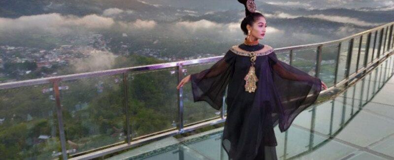 Toraja Shining Fashion Show on the glass bridge of the Jesus statue